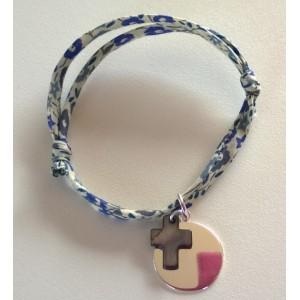 Bracelet ou collier avec médaille à graver et croix en nacre