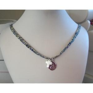 Bracelet ou collier avec une médaille ange et croix en nacre